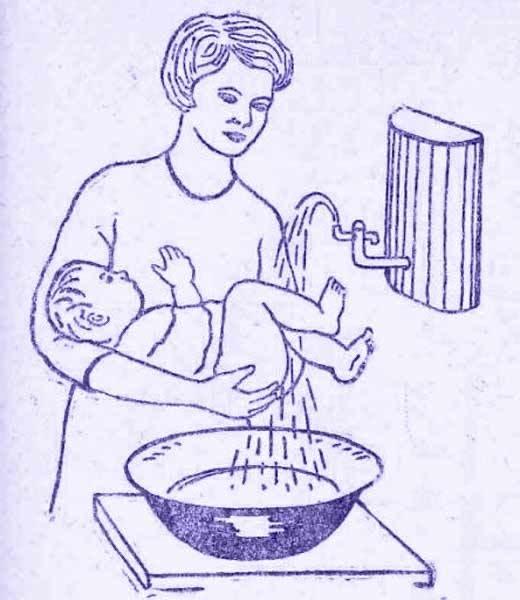 подмываем ребёнка